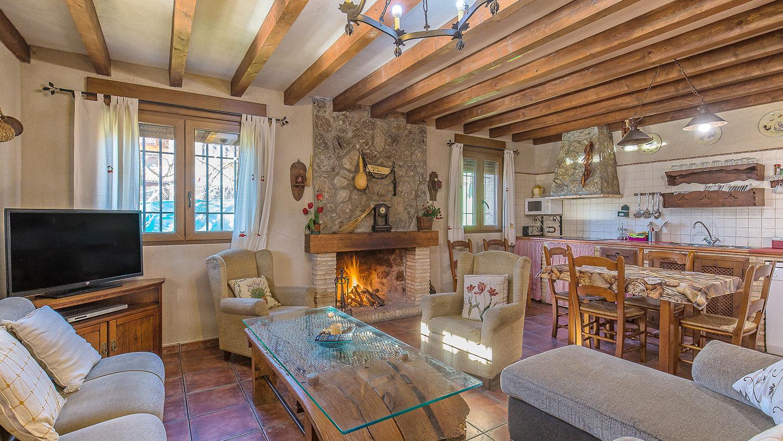 Casa Rural La Picota salón chimenea valle del jerte